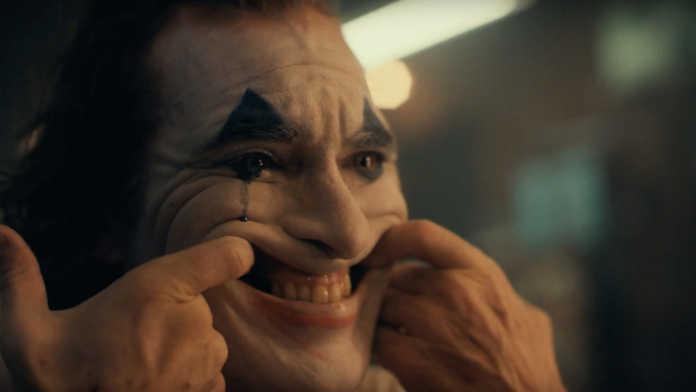 David Fincher tem algumas reflexões diretas sobre a Warner Bros. e o Coringa da DC
