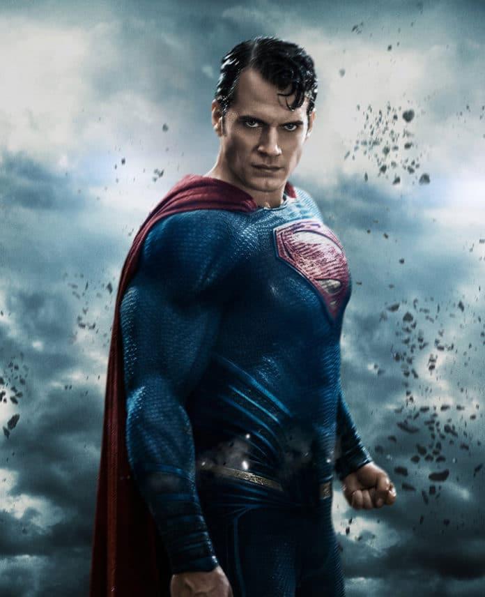 HENRY CAVILL AGUARDA RETORNO DO SUPERMAN (BOATO)