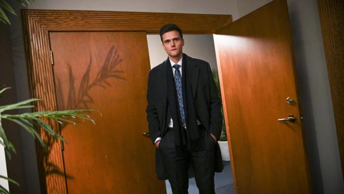 'The Flash': Hartley Sawyer demitido após tweets racistas e misóginos ressurgirem