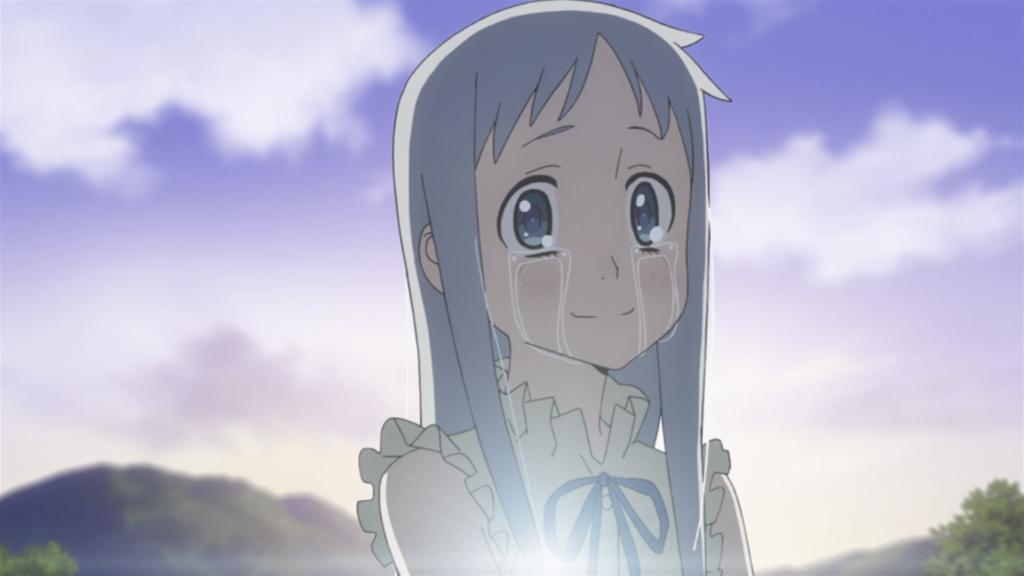 Menma de Anohana, com lágrimas escorrendo dos olhos enquanto ela fica de pé contra o nascer do sol.