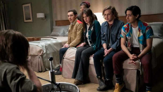 Criada porMarkeJay Duplass , a série de antologia de meia hora da HBO, Quarto 104 (Room 104),retorna para sua quarta e última temporada com 12 novos episódios que exploram diferentes gêneros, personagens, tons, enredos e períodos.