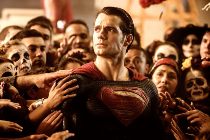 [EXCLUSIVO] Henry Cavill assina novo contrato com o filme Superman