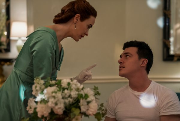 ratched-sarah-paulson-finn-wittrock-01