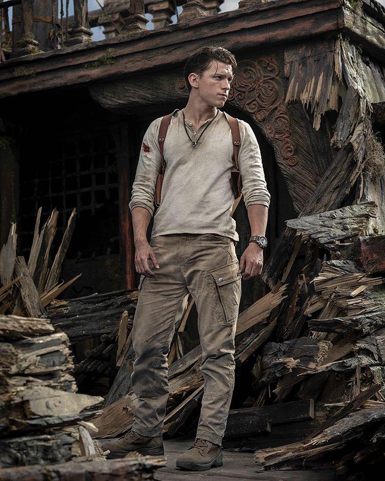 Tom Holland tem imagem divulgada vestido como Nathan Drake do game Uncharted 1