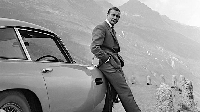 Sean Connery vencedor do Oscar e estrela de James Bond morre aos 90