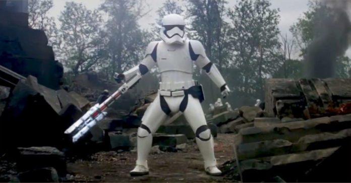 Stormtrooper escreve carta de demissão hilariante enquanto a estrela da morte explode
