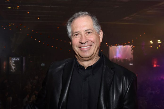 Robert A. Altman, fundador e CEO da Bethesda, morre aos 73 anos.