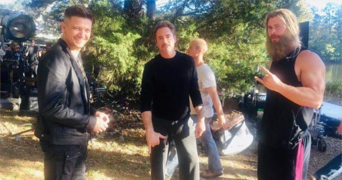 Avengers: Endgame Jeremy Renner compartilha foto dos Vingadores e declara que sente saudades de seus colegas de elenco