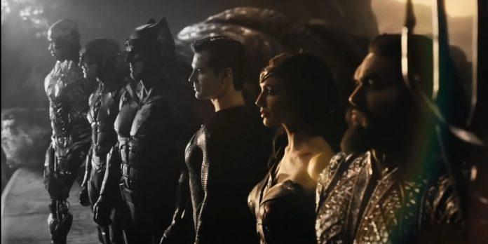 Liga da Justiça: Snyder Cut recebe versão Black & White e título oficial