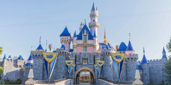Disneyland definida para reabrir em 30 de abril com o novo Passeio Reimaginado do Desejo Encantado da Branca de Neve