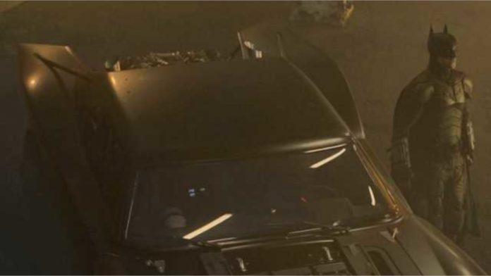 THE BATMAN: Vazou Merchandise revela uma nova visão do Batmóvel e uma foto (borrada) do Cavaleiro das Trevas