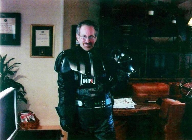Foto de Star Wars mostra Steven Spielberg vestido de Darth Vader 1