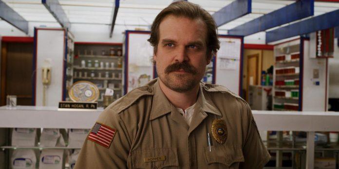 David Harbor responde ao trailer da quarta temporada de Stranger Things com uma postagem enigmática